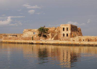Jedna z pevností v přístavu